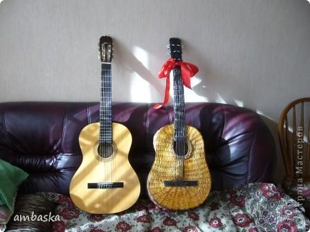 Эту гитару сплела в подарок сыну. Приходилось плести, а к его приходу - прятать, чтобы сделать ему сюрприз. Сюрприз удался. фото 12