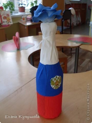 Пришла идея сделать бутылку в виде  российского флага. К 23 февраля и можно на 9 мая. фото 1