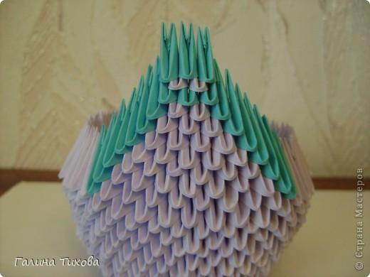 Для создания такого лебедя мне понадобилось:1111модулей. Сиреневых 973 модуля (31 лист); синих 136 модулей (5 листов); чёрных 1 модуль; красных 1 модуль. фото 14
