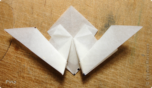 Схема для этой бабочки находится здесь - http://www.liveinternet.ru/users/byxtelka/post101642047/? . К сожалению, я не знаю ее автора и названия (если кто-нибудь сможет помочь - буду очень признательна)  фото 14