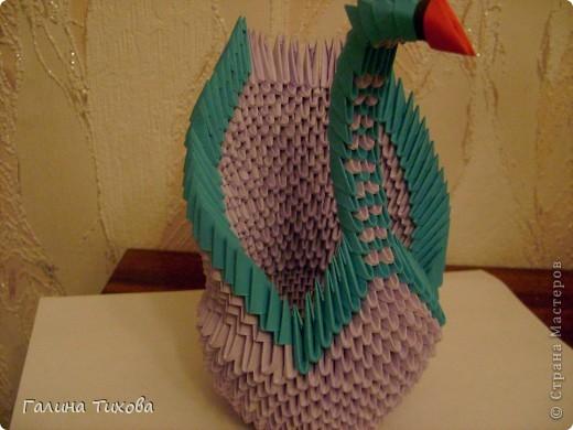Для создания такого лебедя мне понадобилось:1111модулей. Сиреневых 973 модуля (31 лист); синих 136 модулей (5 листов); чёрных 1 модуль; красных 1 модуль. фото 20