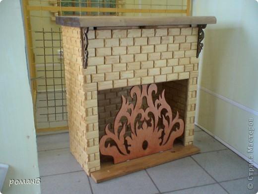 книжний шкаф, стилизованный под камин