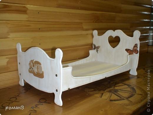 Кровать из дерева для кошки