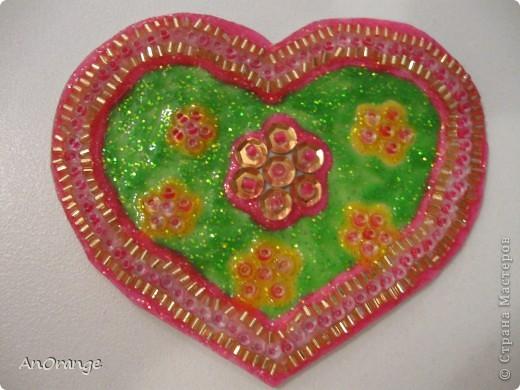 В преддверии праздника Святого Валентина было решено, что нужно поздравить весь класс. Часть валентинок купили, а часть решили сделать своими руками. Вот что из этого получилось. фото 12