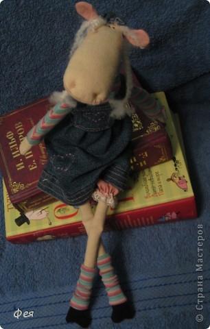 Лось Сеня не зря  водил дружбу с феями вот тут : http://stranamasterov.ru/node/153694. Он мечтал о любви и своей  одной- единственной прекрасной  лосихе :))) Он встретил  её там, возле любимой книжной полки .... фото 2