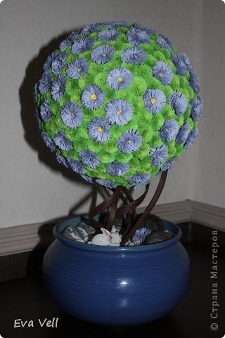 Вот такое первое дерево счастья получилось у меня... Сделала в подарок бабушке на ДР. Все модули (листики и цветочки) сделаны в технике квиллинг. Получилась большая трудоемкая работа - делала около 2-ух месяцев.  фото 2