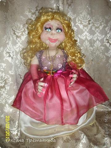 """Сшила куклу на самовар. Просьба была у заказчицы сделать куклу в """"вольном стиле"""" Ну или с легким поведением. Здесь всего показать нельзя, поэтому подробности на других сайтах. Заходите в гости!!!!Ну а здесь более менее приличный вариант."""