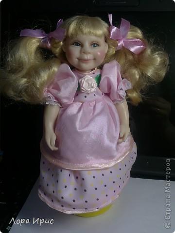 Кукла сделана в подарок девочке (на фото). Я попробовала сделать куклу по фотографии, хотелось добиться сходства. Получилось или нет, отдаю на ваш суд. фото 2