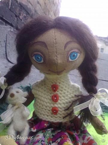 Это Мила, первый мой опыт в шитье кукол)) Здесь Мила на крыше. фото 1