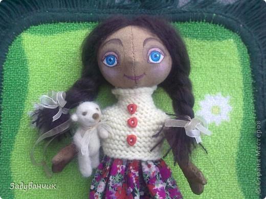 Это Мила, первый мой опыт в шитье кукол)) Здесь Мила на крыше. фото 3