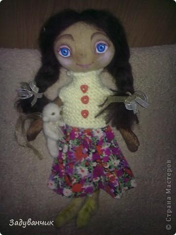 Это Мила, первый мой опыт в шитье кукол)) Здесь Мила на крыше. фото 4