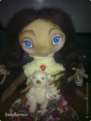 Это Мила, первый мой опыт в шитье кукол)) Здесь Мила на крыше. фото 6