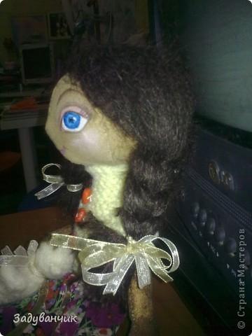 Это Мила, первый мой опыт в шитье кукол)) Здесь Мила на крыше. фото 5
