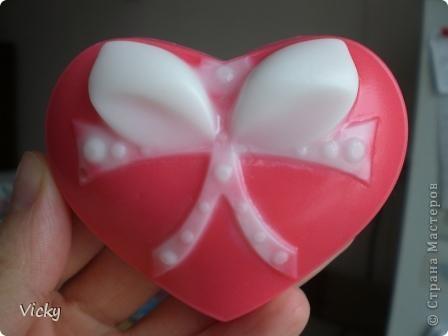 Это моя первая попытка сделать бантик на сердечке отдельно белого цвета фото 1