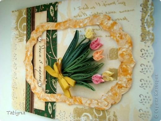 сделала вот такую открыточку с моими любимыми тюльпанами и весенним настроением, фон салетка, рамочку верезала по шаблону, покрыла белой и золотисто-перламутровой акриловой краской фото 3