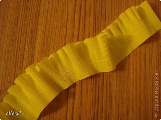 Получила заказ сделать желтые пышные цветы для школьного ансамбля. Поэтому эти два условия и старалась выполнить. Только потом стали думать, какие цветы получились. Пришли к выводу, что это полная мальва. фото 5