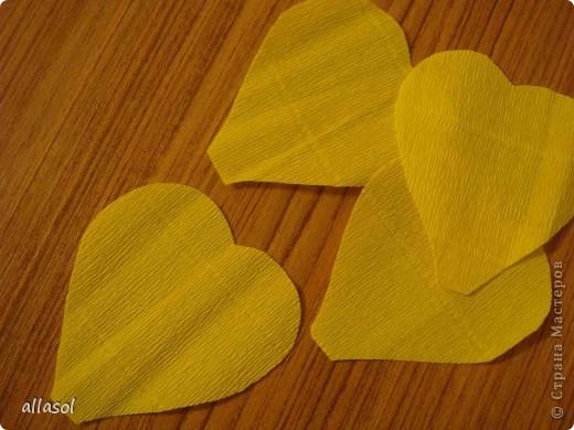 Получила заказ сделать желтые пышные цветы для школьного ансамбля. Поэтому эти два условия и старалась выполнить. Только потом стали думать, какие цветы получились. Пришли к выводу, что это полная мальва. фото 11