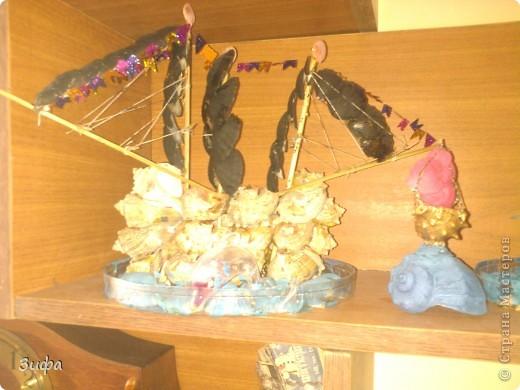 Пиратский многоярусный корабль  Рядом кораблик мечты фото 1
