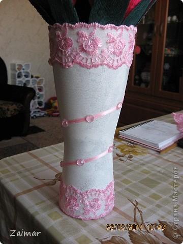 Девочки огромная просьба помогите свежим взглядом чего не хватает этой вазочке. Хочу сделать сладкий букет и подарить в этой вазе заведующей детсадом. Как вы думаете достойный подарок будет или что то другое сообразить. фото 1