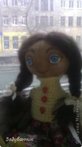 Это Мила, первый мой опыт в шитье кукол)) Здесь Мила на крыше. фото 7