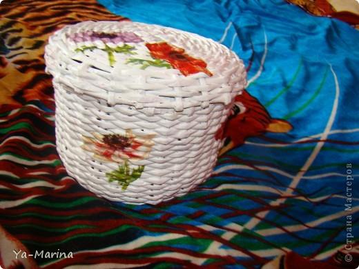 Очередная плетёнка,покрашена акриловой краской+декупаж снаружи и внутри. Затем слой аква-лака. фото 2