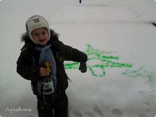 Вот такая ёлочка...   Идейку я подсмотрела у solodusha http://stranamasterov.ru/node/28277?c=favorite.  (В процессе использовались вода+краска, бутылка с распылителем)  фото 2
