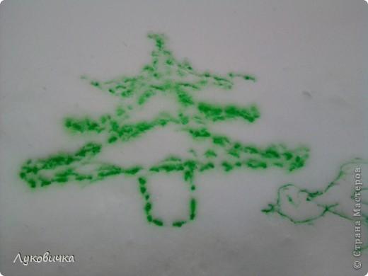 Вот такая ёлочка...   Идейку я подсмотрела у solodusha http://stranamasterov.ru/node/28277?c=favorite.  (В процессе использовались вода+краска, бутылка с распылителем)  фото 1