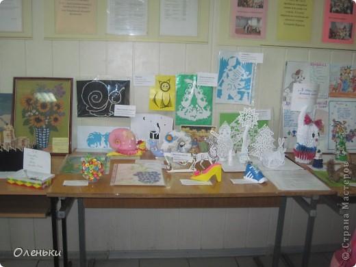 У дочери в школе проходила выставка детских работ. Вот хотели показать и Вам, какой творческий детский народ!  фото 1