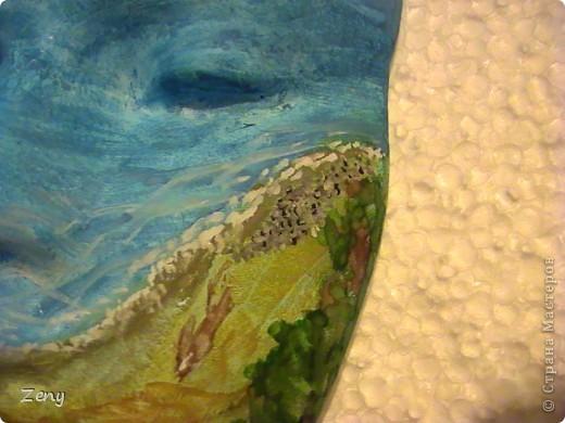 Я не художник ,и даже не учусь. Идея была другая.Но пытаясь на акриловой краске сделать однотонный голубой,увидела  море ,и решила оставить так.  Добавила облака,солнечные блики,пену морскую у берега,мокрый песок,ракушки.  На мой взгляд стало живее. фото 3