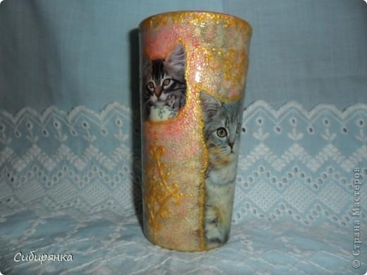 """Карандашница """"Котейки"""".Моя первая работа. Использовала: стакан, открытка,контуры по стеклу, акрил.краски, лак. фото 1"""