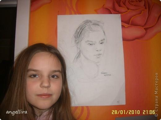 Это моя доча на фоне своего портрета,рисовал её известный у нас художник Гунарс Эзерниекс. фото 1