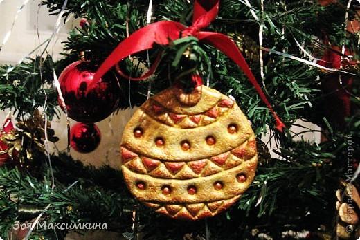 Вот такой шарик украшал нашу елку на Новый год!