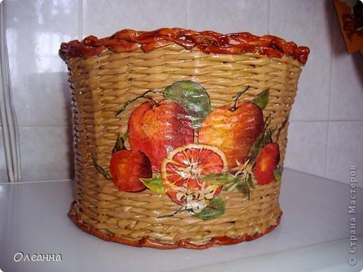 Понадобилась емкость для хранения сушеных яблок (в этом году был большой урожай, много насушили). И в голову пришла идея сплести такую корзину: благо в Стране мастеров много отличных примеров. фото 3