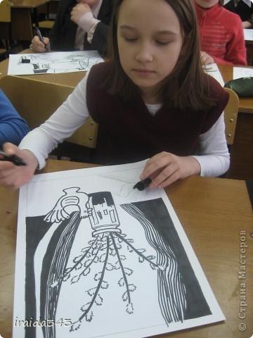 """Второй год выполняем с пятиклассниками натюрморт черным маркером. За основу даю рисунки из детской раскраски """"Я рисую натюрморт"""" из серии """"Веселые уроки волшебника Карандаша"""" фото 3"""