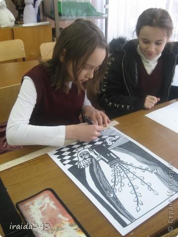 """Второй год выполняем с пятиклассниками натюрморт черным маркером. За основу даю рисунки из детской раскраски """"Я рисую натюрморт"""" из серии """"Веселые уроки волшебника Карандаша"""" фото 19"""