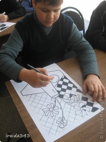 """Второй год выполняем с пятиклассниками натюрморт черным маркером. За основу даю рисунки из детской раскраски """"Я рисую натюрморт"""" из серии """"Веселые уроки волшебника Карандаша"""" фото 5"""