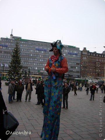 Хельсинки - главный город Финляндии, в котором сосредоточена экономическая, политическая и культурная жизнь страны. Но..., по-моему, достопримечательностей там очень мало...,или их прячут от туристов... , потому что все время показывают одно и тоже... Город расположен в скалистой местности. Исторический центр города находится на полуострове с сильно изрезанной береговой линией. Перепады высот в городе значительны, а скалы — обычная часть пейзажа. На реках в пределах города имеются водопады. *************************************************** Памятник Яну Сибелиусу расположен в районе Мейлахти, в живописном парке, который также носит имя Сибелиуса.  Ян Сибелиус (1865-1957) - финский композитор, который стал известен во всем мире как выразитель национального духа и реформатор классических идей в музыке. Именем Сибелиуса названа Хельсинкская академия музыки.  фото 11