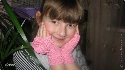 Черные митенки с сочным цветком цветком, для ярких девушек! Моделью выступила моя сестренка. фото 5