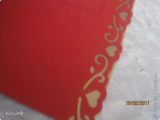 Вид общий. Сердечко большое - вырезала из бархатной бумаги, снизу - золоченая бумага, сердечки маленькие и края - фигурные дыроколы, надпись - золотой контур Декола. Тиснение - такая специальная штучка для тиснения. фото 4