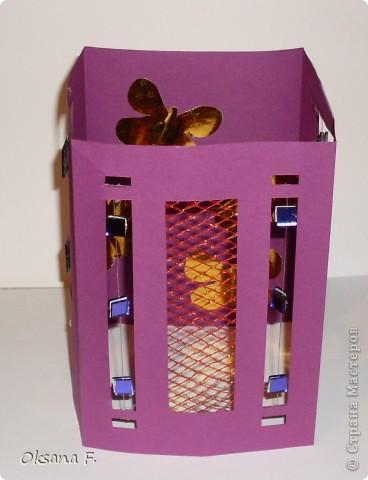 Вот такой подсвечник получился... Размер стороны открытки: 11х16 см Только свечку надо ставить в высоком стеклянном подсвечнике, огнеопасно просто ставить ее внутрь. фото 2