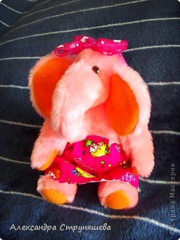 Эта чудная слонишка получилась по просьбе подруги. Ей очень хотелось получить к празднику розового слонёнка. фото 2