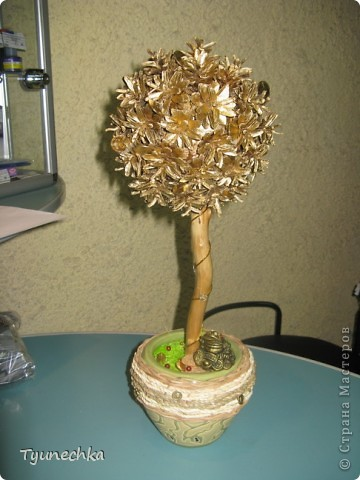 """Моё самое первое """"Дерево СЧАСТЬЯ"""", делала сестре на свадьбу вместо конверта с деньгами (сам конверт был привязан к стволу дерева у основания)   фото 5"""