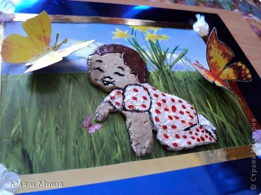 Малыш на лужайке фото 1