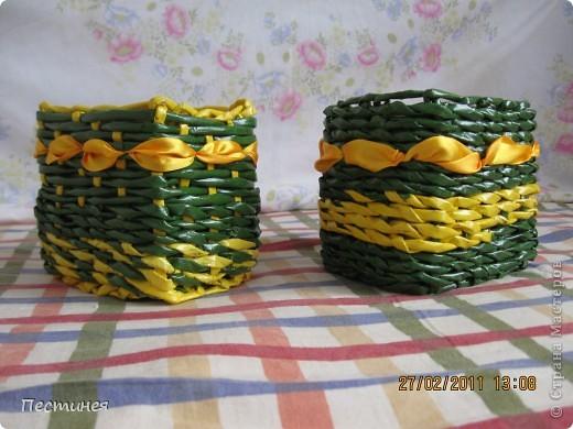 первые маленькие плетенки из кращенных трубочек  ( большую красила после приклеивания) фото 4