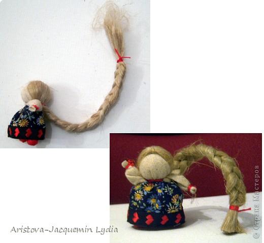 Одной из самых любимых кукол является Куколка на счастье. Эта малышка с большой косой легко умещается даже на маленькой ладошке. Известно же о кукле на счастье не очень много. Найдены подобные куколки были на раскопках древнего Ржева. А название такое получили за свою длиннющую косу - символ женской красоты, которую жених выкупал на свадьбе, получая за выкуп ту, которую мог сделать счастливой. фото 7