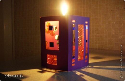 Вот такой подсвечник получился... Размер стороны открытки: 11х16 см Только свечку надо ставить в высоком стеклянном подсвечнике, огнеопасно просто ставить ее внутрь. фото 4