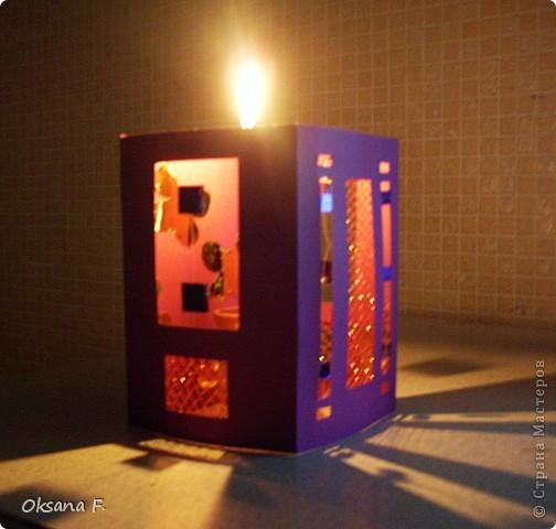 Вот такой подсвечник получился... Размер стороны открытки: 11х16 см Только свечку надо ставить в высоком стеклянном подсвечнике, огнеопасно просто ставить ее внутрь. фото 6