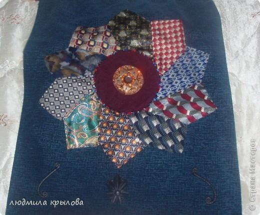 панно из галстуков фото 8