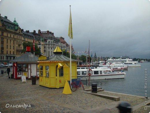 Столица Швеции, знаменитый город Стокгольм, пользуется популярностью среди туристов. Город был построен на четырнадцати островах, которые ничем не соединялись между собой, поэтому к сегодняшнему дню в регионе насчитывается около 55 мостов.  фото 11