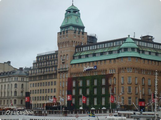 Столица Швеции, знаменитый город Стокгольм, пользуется популярностью среди туристов. Город был построен на четырнадцати островах, которые ничем не соединялись между собой, поэтому к сегодняшнему дню в регионе насчитывается около 55 мостов.  фото 14